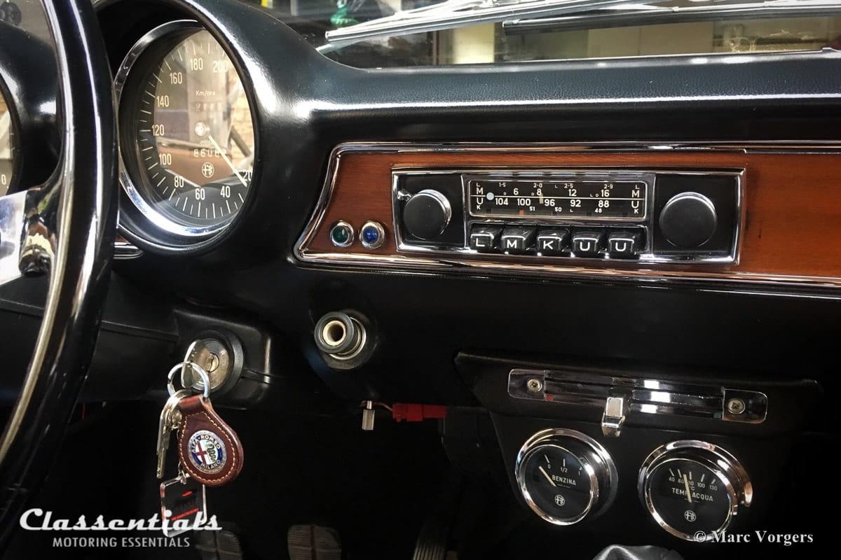 Blaupunkt Bluespot Frankfurt 1971 Vintage Original High-End Classic Car Auto Radio for Alfa Romeo, BMW, Fiat, Ford, Lancia, Peugeot, Saab , Triumph, Volvo & Others 1968 1969 1970 1971 1972 1973 1974 classentials motoring essentials accessory accessories oldtimer