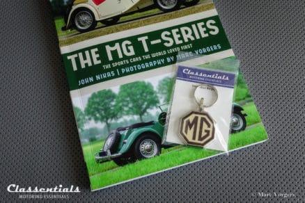 MG T-series, T-type book buch boek sleutelhanger schlusselhanger porte cle cles