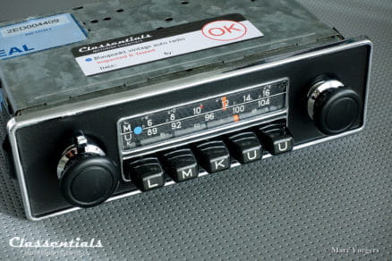 Blaupunkt Frankfurt 1971 Vintage Original High-End Classic Car Auto Radio for Universal Use in Alfa Romeo Spider, MGB, Triumph TR, Volvo P1800 & Others 1968 - 1975, INCLUDING Classentials De Luxe Bluetooth Module motoring essentials classic car oldtimer autoradio accessory accessories