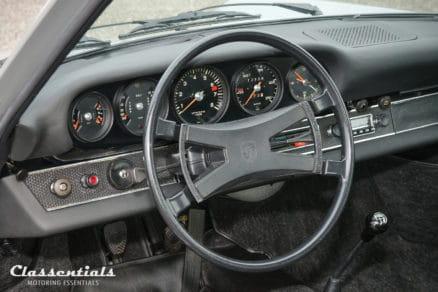 Blaupunkt-frankfurt-autoradio-porsche-911-912-F-serie-series-model-vintage-original-auto-radio-classentials-motoring-essentials