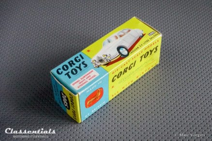 ULTRA RARE 1960s Corgi Toys Jaguar 2.4 Litre #208S With 'Spun Hubs' - MINT - collectors item die cast model classentials motoring essentials classic car oldtimer accessory accessories