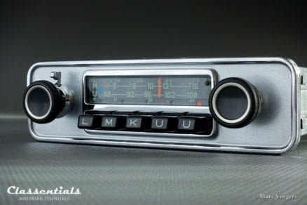 Blaupunkt Karlsruhe 1972 Very Rare 108 Mhz Vintage Original High-End Classic Car Auto Radio Universal for Alfa Romeo Giulia, Volvo P1800 and Other Classics, 1968 - 1973 Classentials De Luxe Bluetooth Module autoradio classic car oldtimer motoring essentials accessory accessories