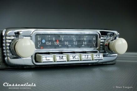 Blaupunkt Dortmund De Luxe 1969 VERY RARE Vintage Original High-End Classic Car Auto Radio for 1960s European Cars With White Dashboard Knobs, INCLUDING Classentials De Luxe Bluetooth Module MP3 oldtimer autoradio motoring essentials accessory accessories