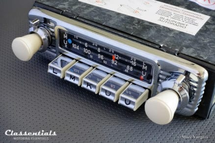 Blaupunkt Dortmund De Luxe 1970 VERY RARE Vintage Original High-End Classic Car Auto Radio for 1960s European Cars With White Dashboard Knobs 6 volt 12 Classentials Motoring Essentials classic car oldtimer autoradio accessory accessories MP3 Bluetooth music streaming