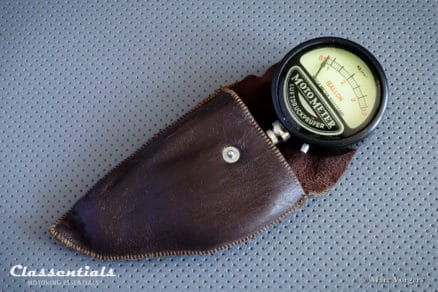 Vintage Original MotoMeter 1930s - 1950s Tyre Pressure Meter Gauge in Original Leather Pouch Classentials Motoring Essentials classic car oldtimer accessory accessories